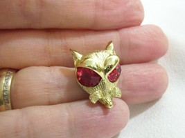 Vintage Nemo Little Fox Head Brooch Pin Faceted Fuchsia Glass Eyes Gold Plate - $12.38