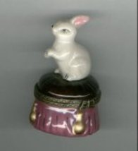 BUNNY RABBIT SITTING ON STOOL HINGED BOX - £8.48 GBP