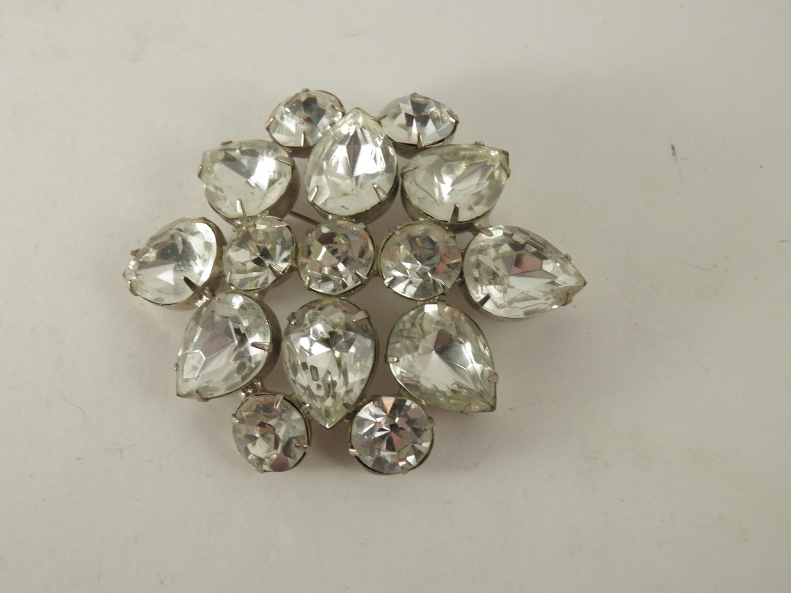 Vintage Unsigned Beauty Huge Pear Shape Round Rhinestone Brooch 3118