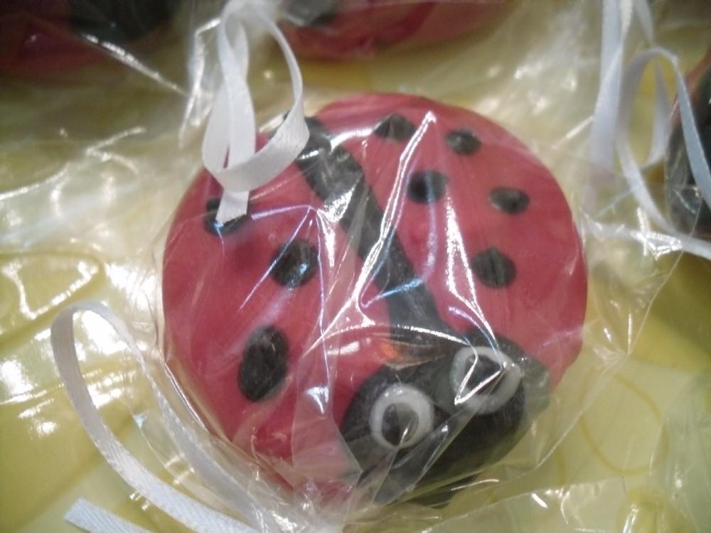 12 Ladybug Decorated Oreo Cookies