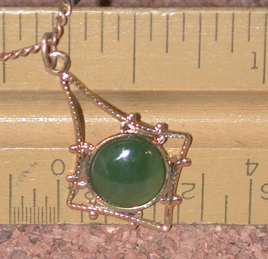Pendant Necklace Green Jade stone Hoffman creations vintage