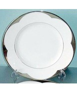 """Vera Wang Lotus Accent Lunch Plate 9"""" Made in England by Wedgwood New - $31.90"""