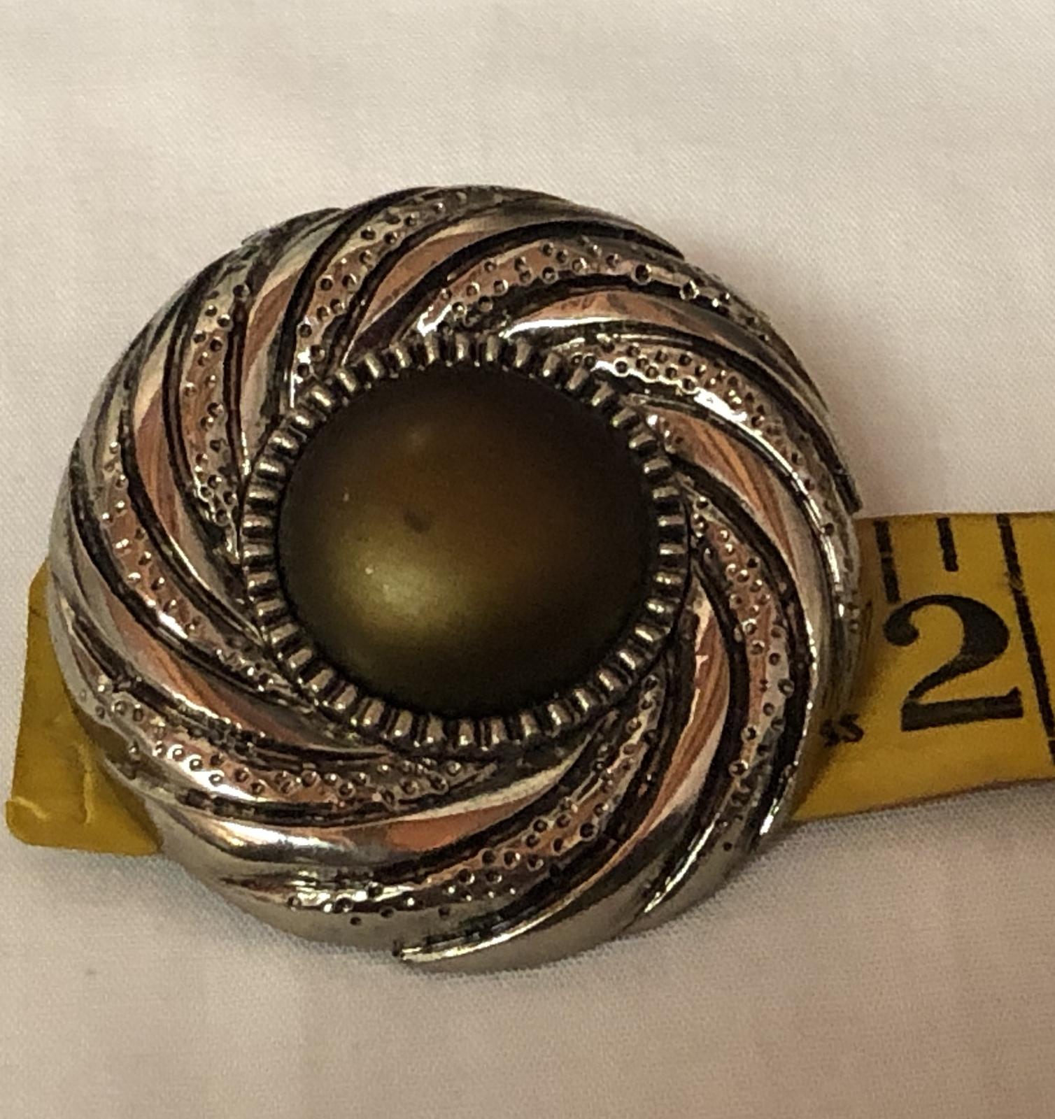 VTG 80s Swirl Medallion Olive-Bronze Centers/Silvertone Round Clip On Earrings image 4
