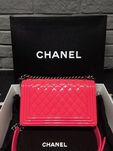 NEW AUTH CHANEL PINK QUILTED PATENT LEATHER MEDIUM BOY FLAP BAG  image 2