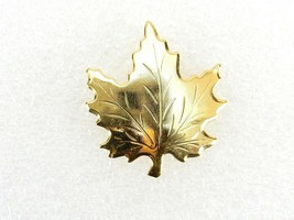 Vintage Costume Jewelry, Gold Tone Textured Maple Leaf Brooch PIN104 - $9.75