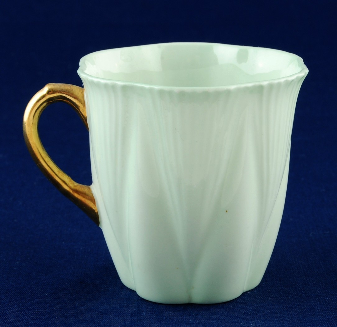 Shelley Green Demitasse Cup w Gold Handle Dainty Shape 13000 Rd 272101 Mint