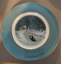 Christmas 1976  Plate Avon Holiday Collector Decorative - $3.38