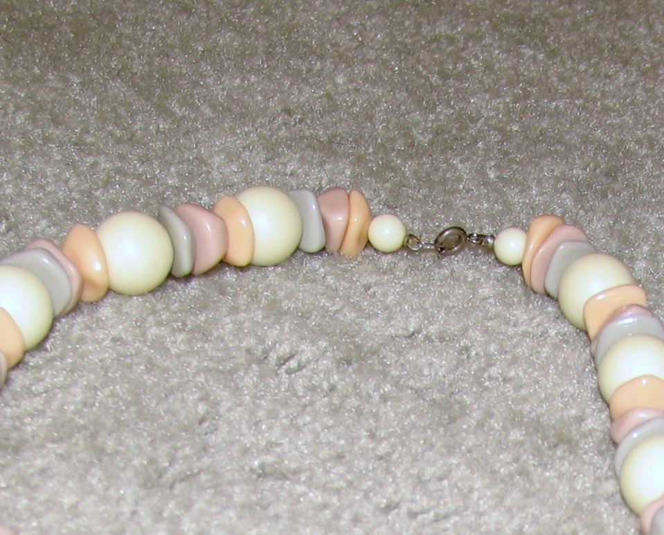 Vintage Costume Jewelry Pink/Gray/White /Bead Necklace