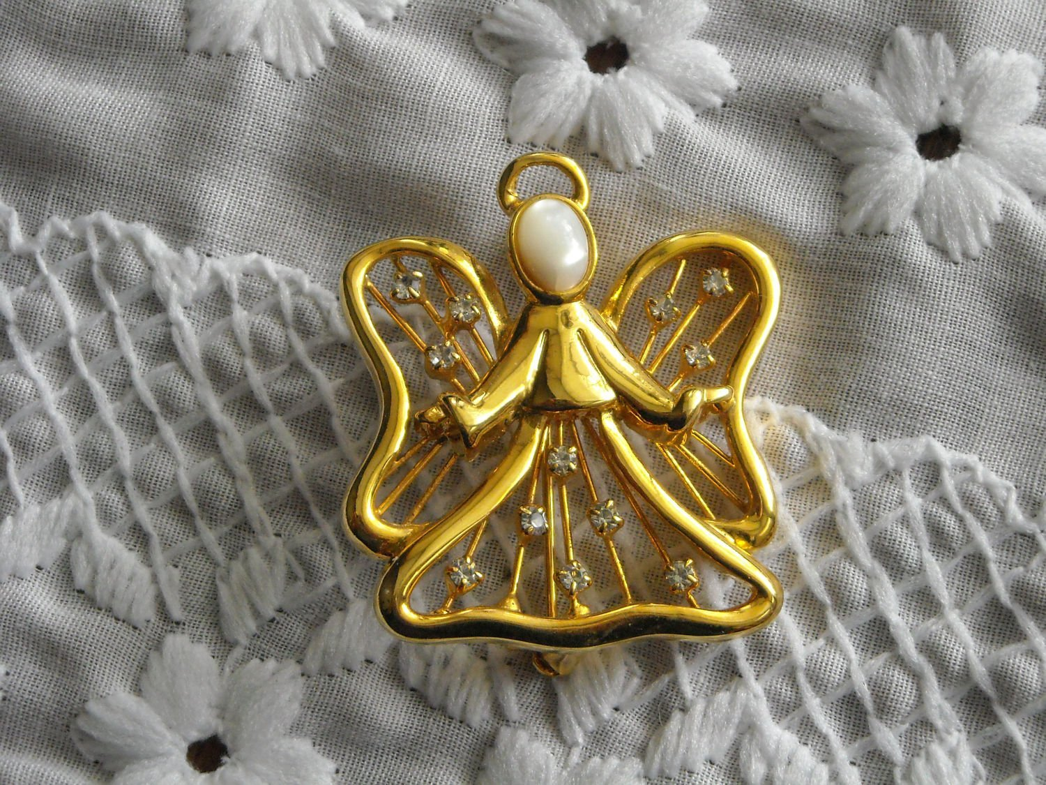 Vintage Small Gold Tone Angel Pin With Rhinestones & Mother Of Pearl Face image 2