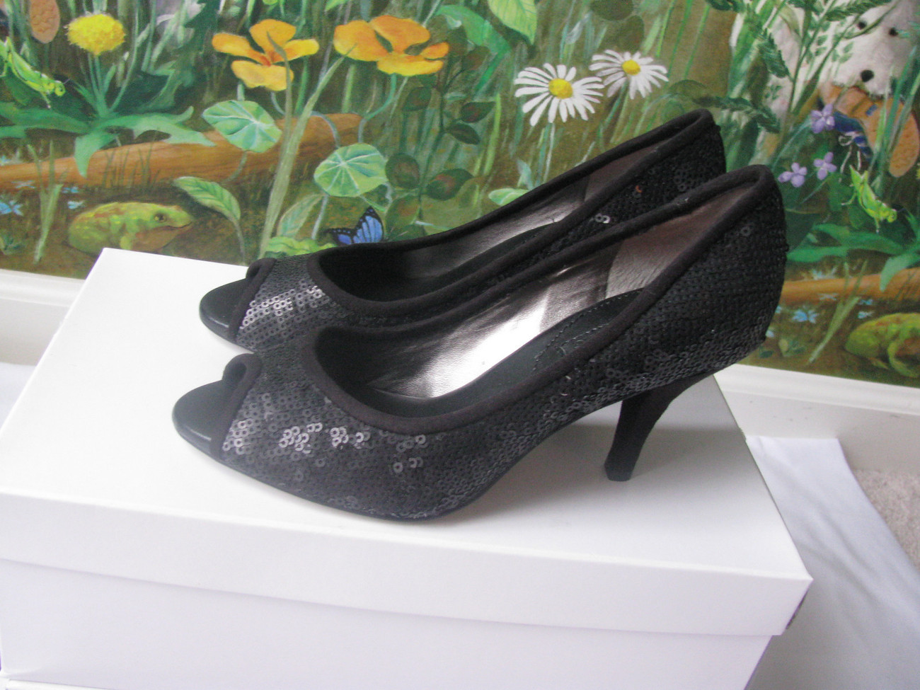 BANANA REPUBLIC  BLACK SEQUIN PEEP TOE HEELS SIZE 6 NWOB