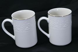 """Libbey White Embossed Holly Cups Mugs Xmas Gold Trim 4.25"""" Lot of 8 image 3"""