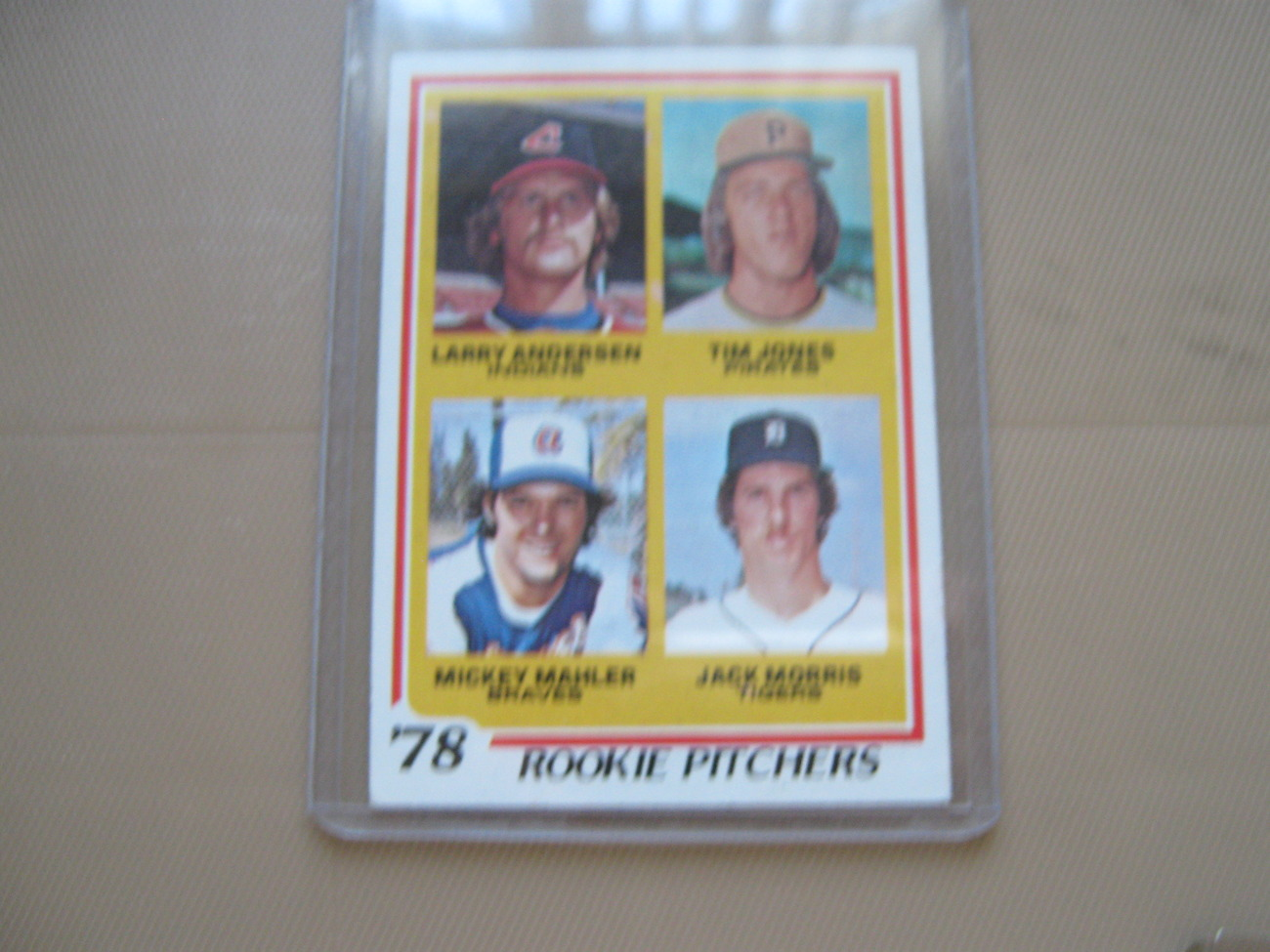 Topps Baseball Cards , Lot of 8 , All Cards Protected , Schmidt , Yount , Munson