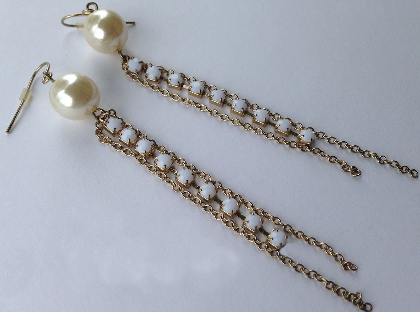 VTG Gold Chain Pearl Bead/White Opaque Rhinestones Long Dangle Pierced Earrings image 1