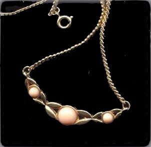 Primary image for Lovely Goldtone with Pink Center Avon Necklace