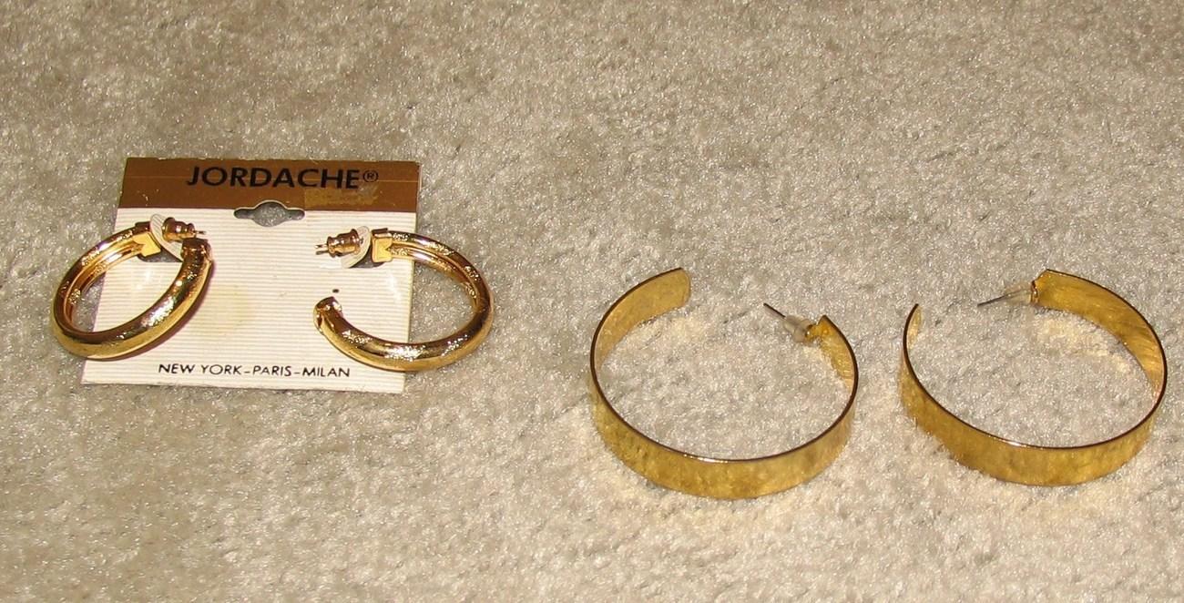 2 pr gold hoop prcd  2
