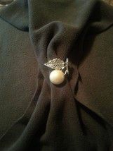 "Vintage Sarah Coventry ""Natures Pearl"" 1970 Brooch Pin - $10.00"