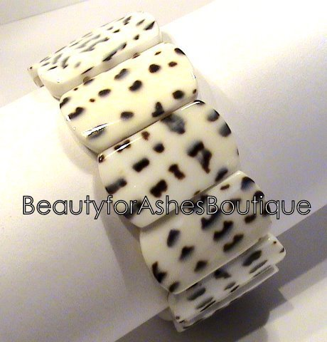 BEAUTY FOR ASHES RESORT BEACH POOL NATURAL BROWN & WHITE SHELL STRETCH BRACELET