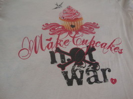The Tiara Fits Graphic Print Make Cupcakes Not War Fitted T Shirt XL  - $17.76