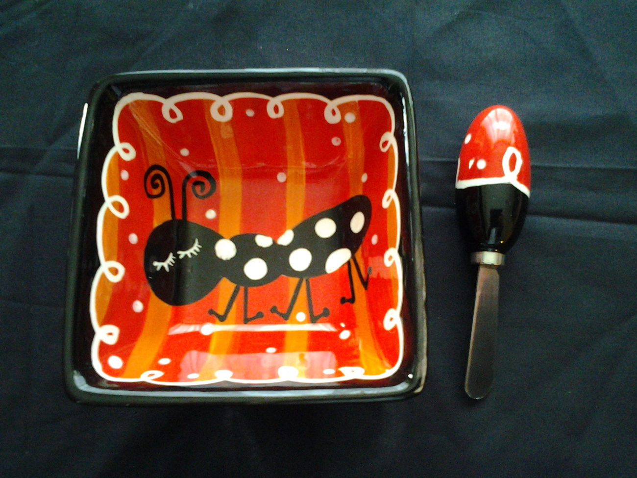 """Bowl Square 5.25"""" Diam 2.5"""" Tall, Black, Red and White W Ant & Spreading knife~"""