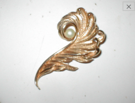 Vintage 1960's signed JUDY LEE Large Feather with Pearl Pin Brooch - $23.71