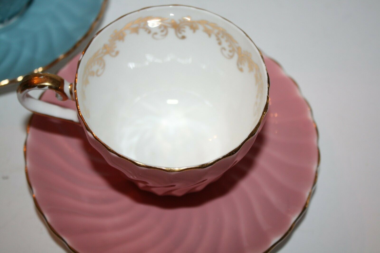 ANYSLEY Two Sets Cups and Saucers Pink and Blue Gold image 2