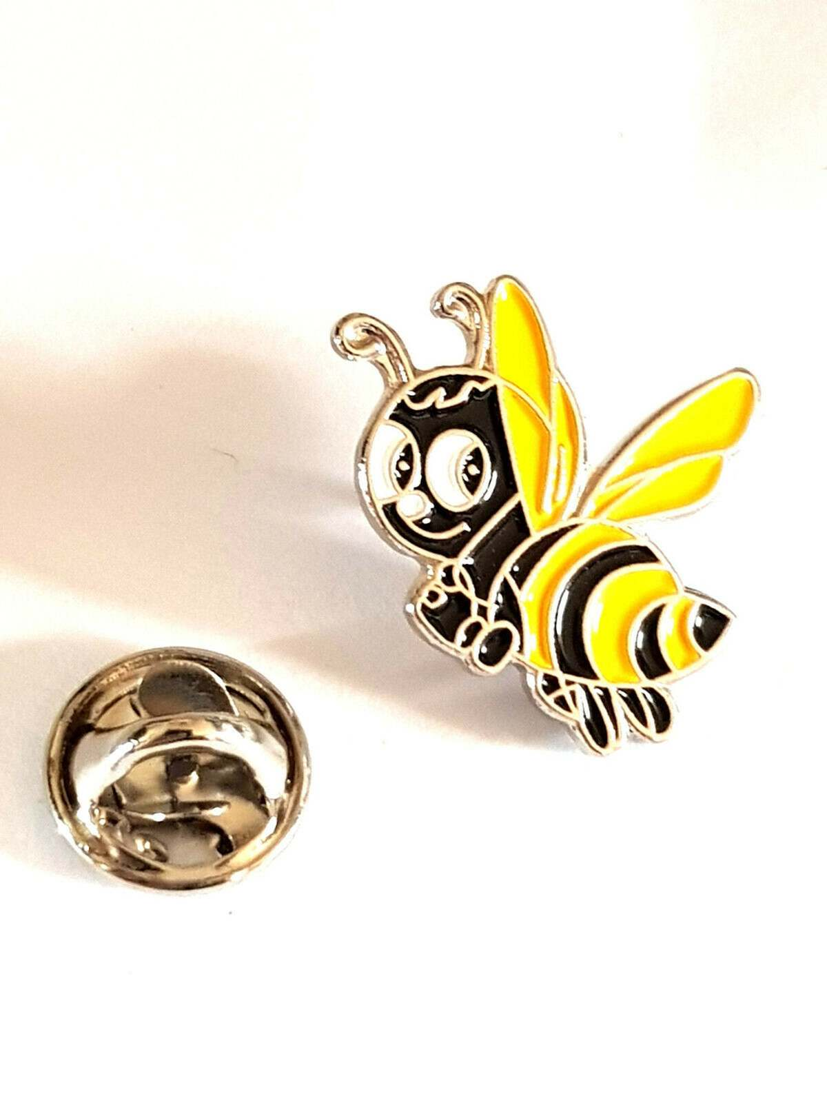 buzzy bee Lapel Pin Badge / tie pin. in gift box enamel finished
