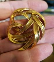 Vintage MONET Signed Lg Ribbon Swirl Brooch Pin Brushed Gold Lovely Gift - $9.90