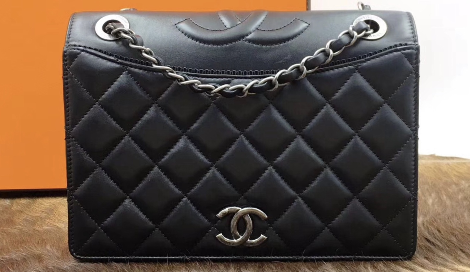7014c51ecfff BRAND NEW AUTHENTIC CHANEL 2017 BLACK QUILTED LEATHER FLAP BAG ...