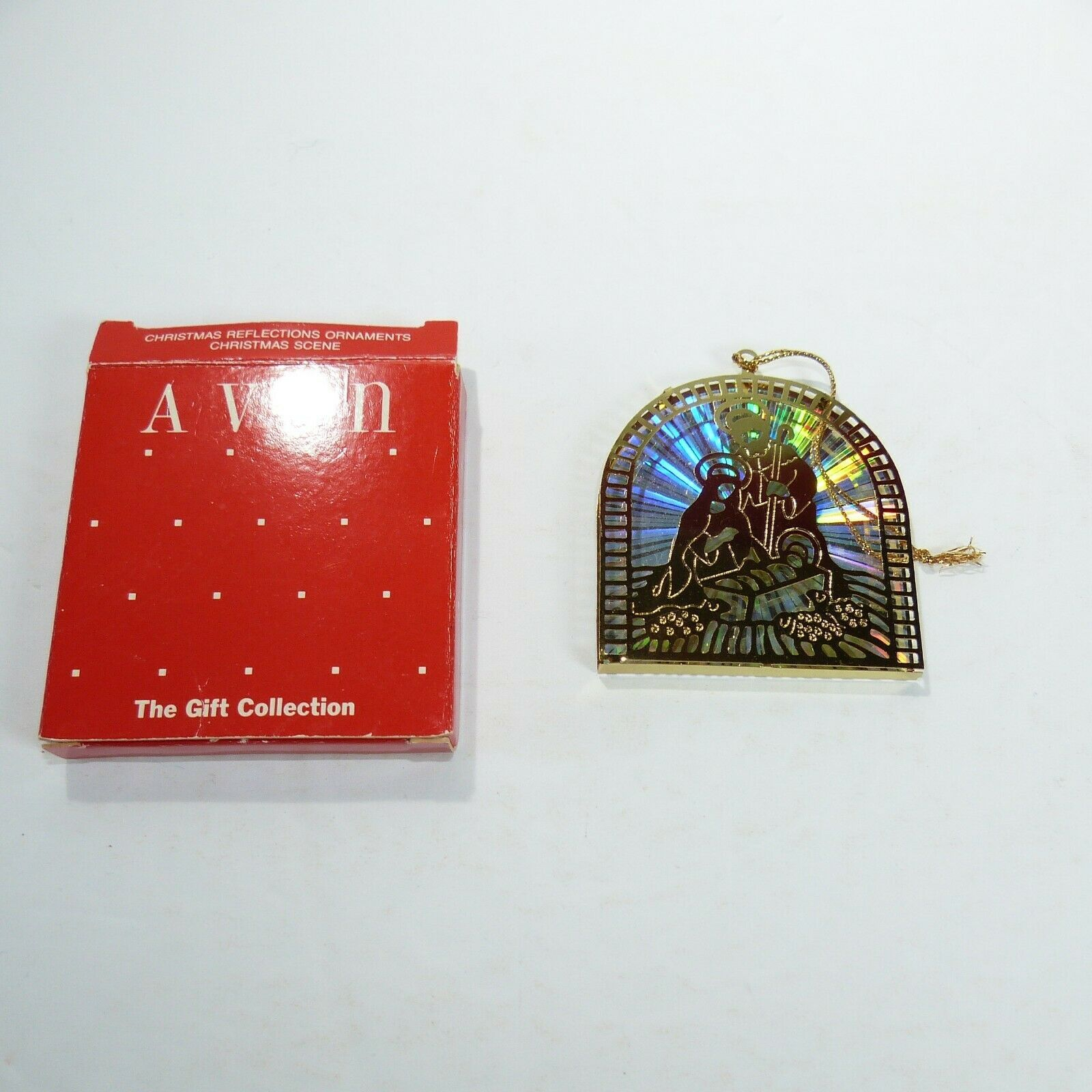 Vintage Avon The Gift Collection CHRISTMAS REFLECTION ORNAMENTS Nativity scene