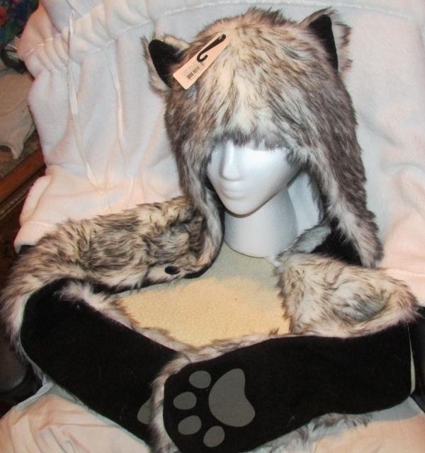 Black & Gray Husky Critter Hat Scarf with Pockets Zipper Pocket Animal Hat NEW