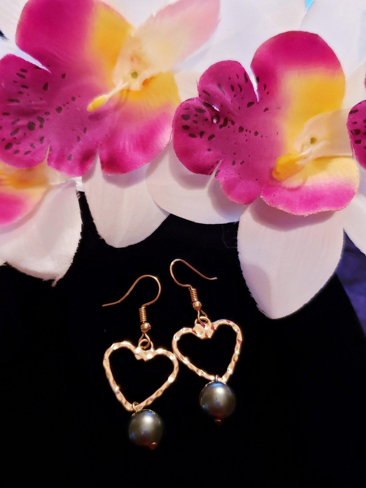 Black Heart Pearl earrings