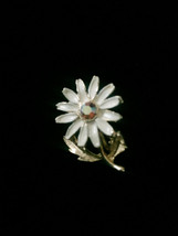 Vintage 60s clip on enameled daisy with gold vine and leaves earrings image 4