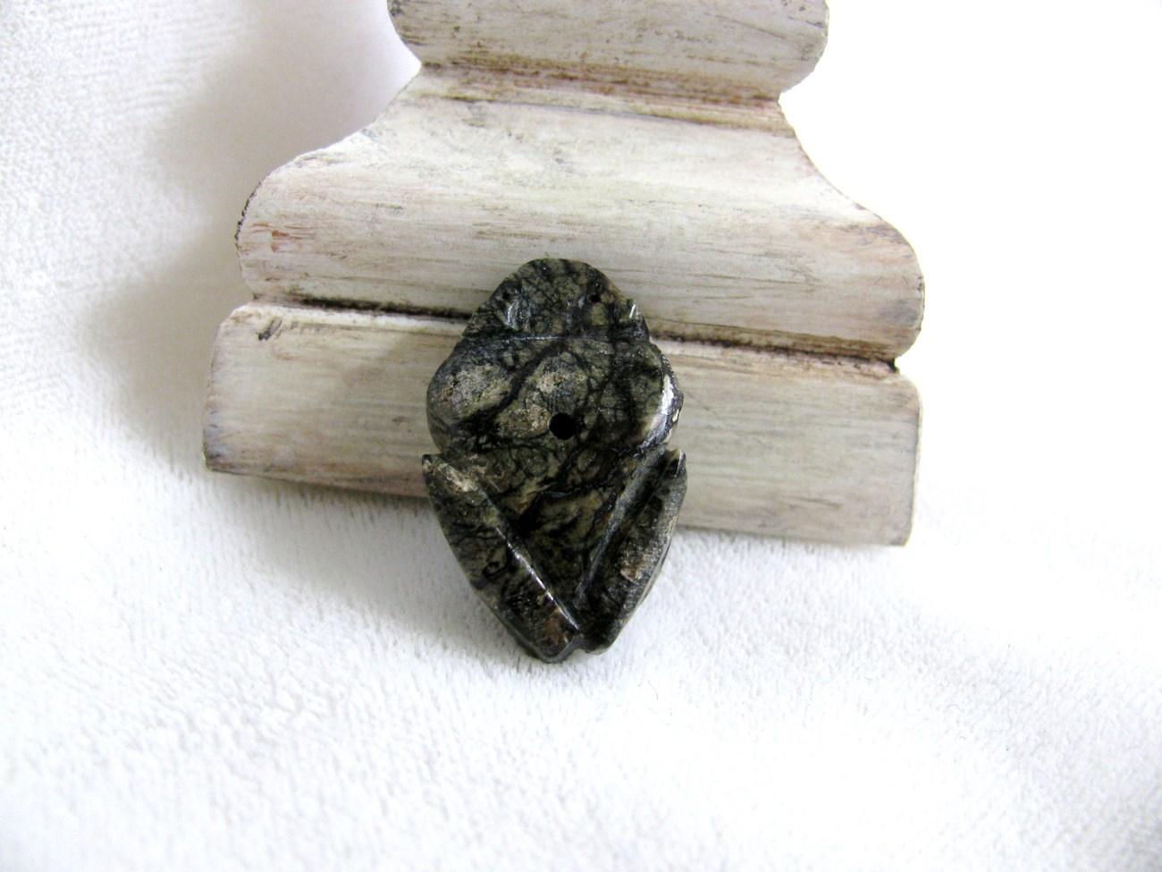 Vintage Carved Frog Fetish Bead