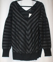 NEW WOMENS PLUS SIZE 22/24 MITERED GRAY & BLACK DOUBLE V  NECK SWEATER - $19.34