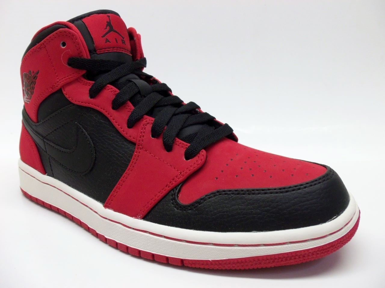 super popular 0059a 85cb4 Nike Air Jordan 1 Mid