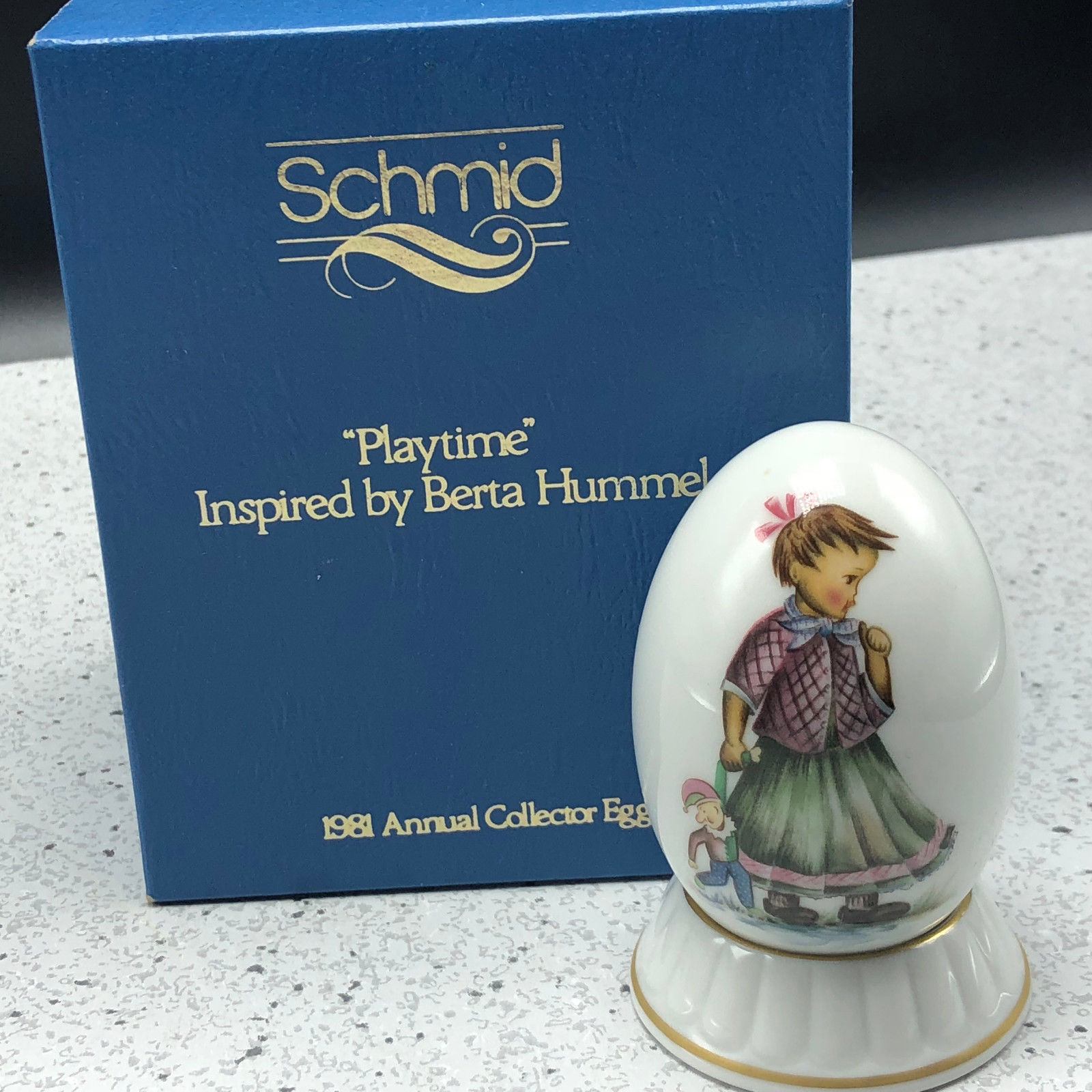 1981 SCHMID BERTA HUMMEL GOEBEL ANNUAL EASTER EGG figurine 177300 Playtime doll