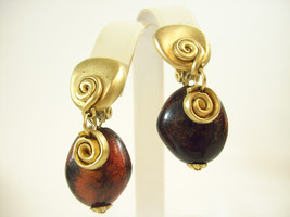 N.J. MATTE GOLD PLATE SWIRL DANGLE STONE SHIMMER CINNAMON BROWN CLIP EAR... - $15.83