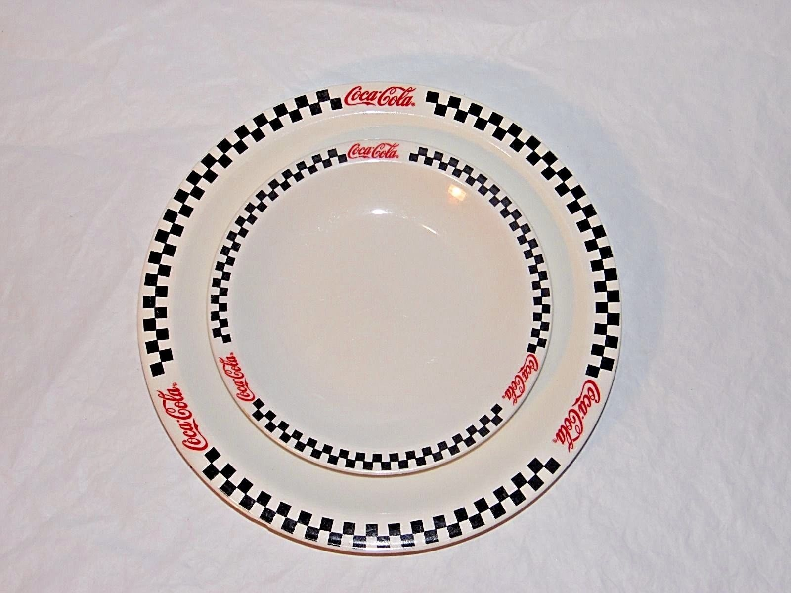 Coca cola plate set 10 1/2\  and 7 1/2\  Gibson 2002 & Coca cola plate set 10 1/2\