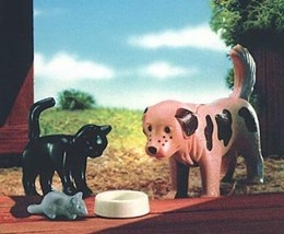 New Playmobil 4563 Friends Dog, Cat, Mouse, and Food Bowl Special Retired - $24.14