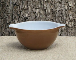 Vintage Brown Pyrex Nesting Bowl 1.5 Pint  - $8.99