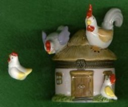 HEN & ROOSTER ON HINGED BOX - £8.45 GBP