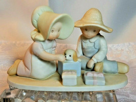 "HOME INTERIOR HOMCO PORCELAIN FIGURINE ""THE PERFECT GIFT"" JAMES 1:17 1991"