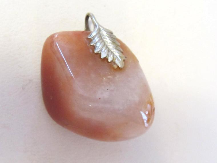 Vintage jewelry Agate charm pendant
