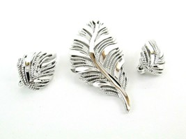 Vintage Crown Trifari Brooch Earrings Set Textured Silver Tone Leaf Jewe... - $74.25