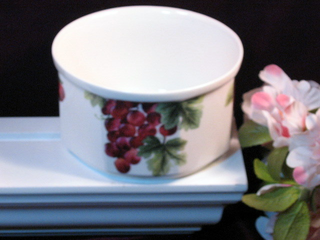 Primary image for Royal Doulton Everyday Vintage Grape Souffle Dish, Dinnerware, Grape Pattern