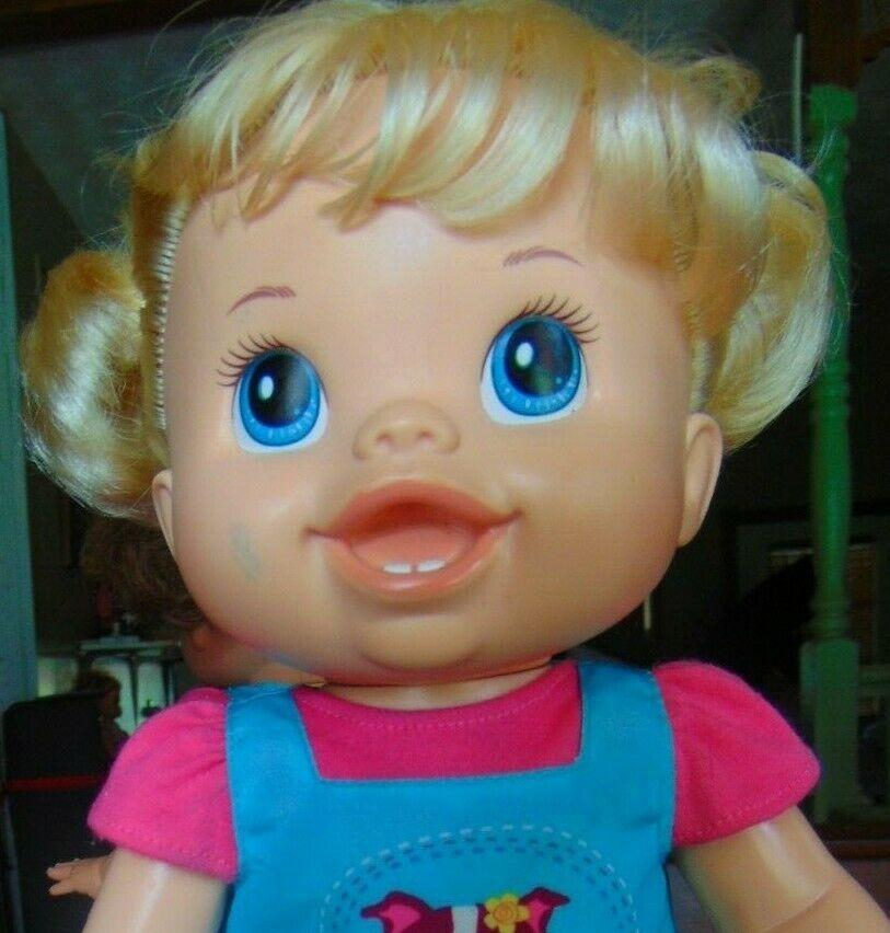 Baby Alive I Wanna Walk Doll 2011 Blond Walking Talks Original Clothes Works  ! image 2