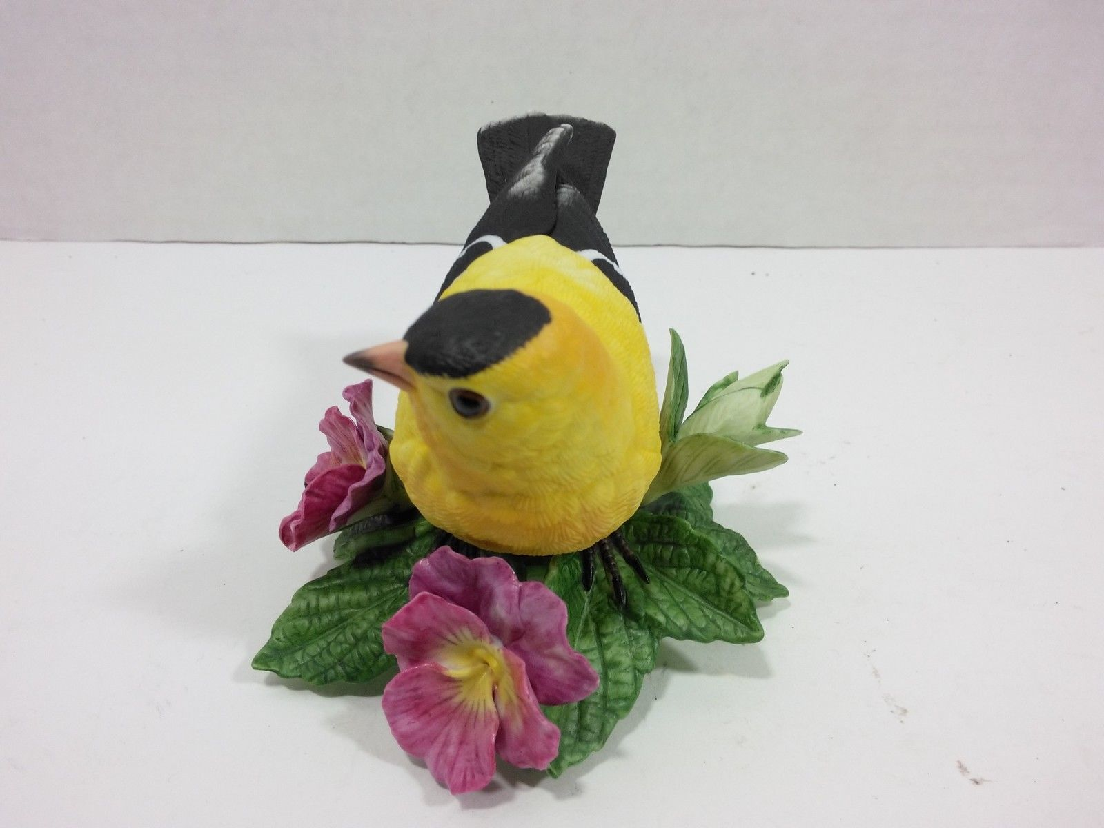 THE LENOX GARDEN BIRD COLLECTION American Goldfinch (1987) Fine Porcelain
