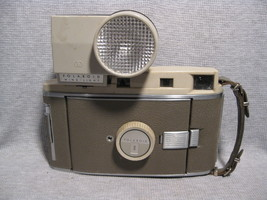 Polaroid Model 800 Foldout Land Camera with Win... - $15.00