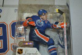 2005 McFarlane NHL Legends Series 2 Wayne Gretzky #99 Edmonton Oilers Figure image 11