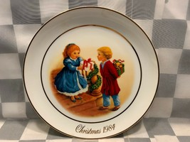 Christmas Memories 1984 Fourth Edition Decorative Plate Avon - $9.40